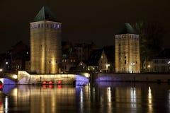 Góruje średniowieczny bridżowy Ponts Couverts w Strasburg, Francja Fotografia Stock