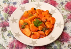 Grule w pomidorowym kumberlandzie na talerzu zdjęcia stock