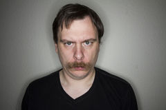 grumpy man Arkivbild