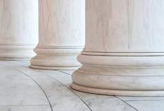 Grund av joniska kolonner i Washington DC Arkivfoton