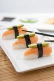 Grund-Avocado Nigiri-Sushi Lizenzfreie Stockfotos