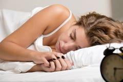 grund sova kvinna för djupfält Royaltyfri Bild