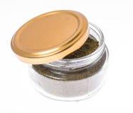 Grunda torkade örtkryddor och kryddor i den glass kruset Fotografering för Bildbyråer