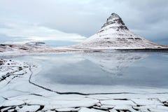 Grundarfjorour berühmter Berg Island lizenzfreies stockfoto