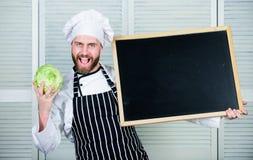 Grunderna av grönsakmatlagningen Utbildning av matlagning- och matförberedelsen Undervisande mästarklass för högsta kock, i att l arkivbilder