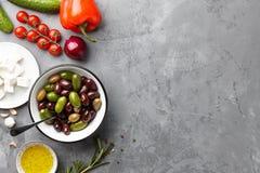 Grundläggande ingredienser för grekisk sallad Royaltyfri Fotografi