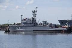 """Grundläggande minsvepareprojekt 12650 som för †BT-115"""" parkeras i Kronstadt Arkivbilder"""