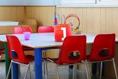 Grundlegende Grundschule mit einem Glas Lizenzfreie Stockfotos