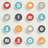 Grundlegende Ikonen mit Farbe knöpft auf grauem Hintergrund Lizenzfreies Stockfoto