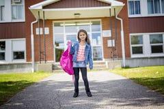 Grundlegender Student, der zurück zur Schule geht Stockfotos