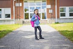 Grundlegender Student, der zurück zur Schule geht Lizenzfreie Stockfotos