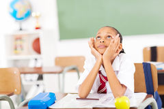 Grundlegendes träumendes Schulmädchen Stockbild