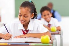 Grundskola för barn mellan 5 och 11 årdeltagare Arkivfoton