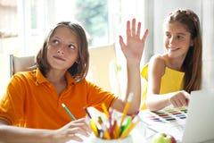 Grundskola för barn mellan 5 och 11 årelever i grupp Arkivbild