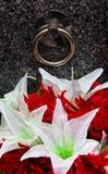 Grundstein und Blumen Lizenzfreie Stockfotografie