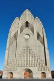 Grundtvigs教会在哥本哈根,有蓝天的丹麦在 免版税库存照片