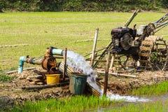 Grundwasser der Pumpe Lizenzfreie Stockfotos