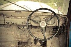 Grunge и высокие ржавые элементы старого роскошного автомобиля стоковое изображение