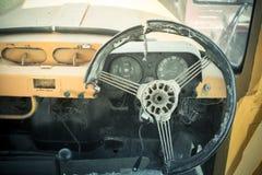 Grunge и высокие ржавые элементы старого роскошного автомобиля стоковые изображения rf