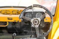 Grunge и высокие ржавые элементы старого роскошного автомобиля стоковое фото rf