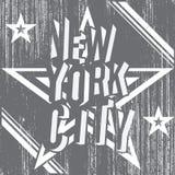 Αφίσα τυπογραφίας πόλεων της Νέας Υόρκης grunge, σχέδιο εκτύπωσης μπλουζών, διανυσματική ετικέτα Applique διακριτικών Στοκ εικόνες με δικαίωμα ελεύθερης χρήσης