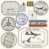 Grunge atramentu gumowi znaczki ustawiają z płaskiego teksta lotniczą poczta royalty ilustracja
