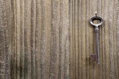 Grunge belägger med metall nyckel- Royaltyfri Fotografi