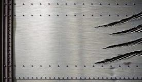 Grunge beschadigd metaalmalplaatje met gescheurde randen royalty-vrije stock fotografie