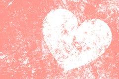 Grunge biały serce na różowym tle Fotografia Stock