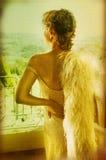 Grunge Braut im Weinlesekleid Stockfotografie