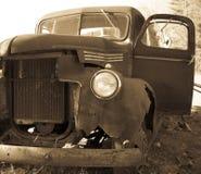 grunge ciężarówka stara ośniedziała zdjęcie stock