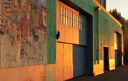 Grunge dörrar arkivfoton