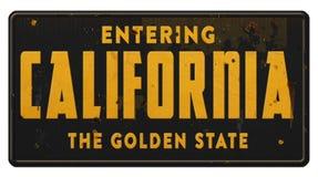 Grunge da estrada da autoestrada da estrada do sinal do estado de Califórnia o estado do pêssego foto de stock