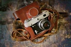 Grunge de la cámara de plegamiento de la vendimia Imagenes de archivo