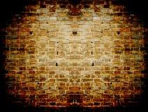 Grunge dunkelrote Betonmauer in einem Ziegelsteinfeldbetrug Lizenzfreie Stockfotos