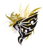 Grunge een hoogtepunt bereikte adelaar met gouden gevleugelde draak Stock Afbeelding