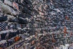 Grunge gebogen bakstenen muur Stock Afbeeldingen