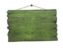Grunge het groene houten uithangbord hangen op spijker Stock Afbeeldingen