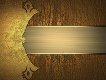 Grunge houten achtergrond met een gouden plaat Element voor ontwerp Malplaatje voor ontwerp exemplaarruimte voor advertentiebroch Royalty-vrije Stock Afbeeldingen