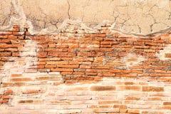 Grunge krakingowy brickwall Obrazy Stock