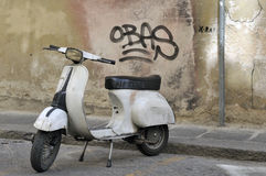 Grunge look scooter Royalty Free Stock Photos