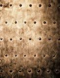 Grunge metalu złocisty brown talerz nituje śruby tła teksturę obrazy stock