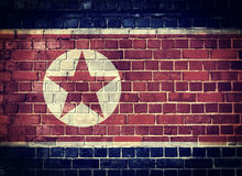 Grunge Północnego Korea flaga na ściana z cegieł Obrazy Stock