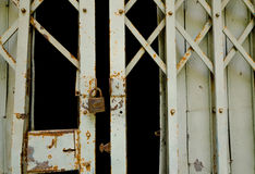 Grunge padlock and old metal door Royalty Free Stock Photos
