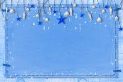Grunge Papier für Ansage mit Seashells lizenzfreie stockfotos