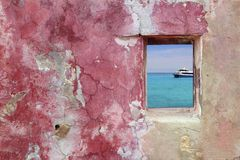 Grunge pink red wall window turquoise sea Stock Photos