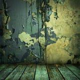 Grunge pintó la pared y el suelo de madera fotografía de archivo