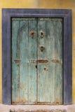 Grunge pintó la puerta Fotos de archivo libres de regalías