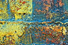 Grunge pintou a parede de tijolo fotos de stock