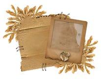 Grunge Plättchen auf der alten entfremdeten Pappe Lizenzfreie Stockfotografie